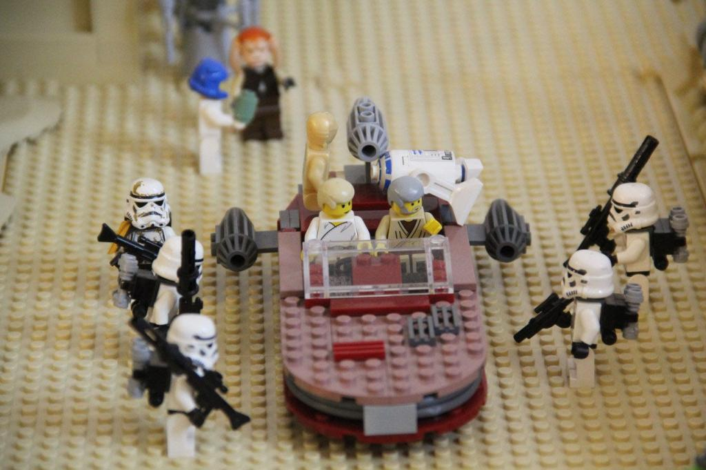 """Tatooine - """"They are not looking for these droids!"""""""