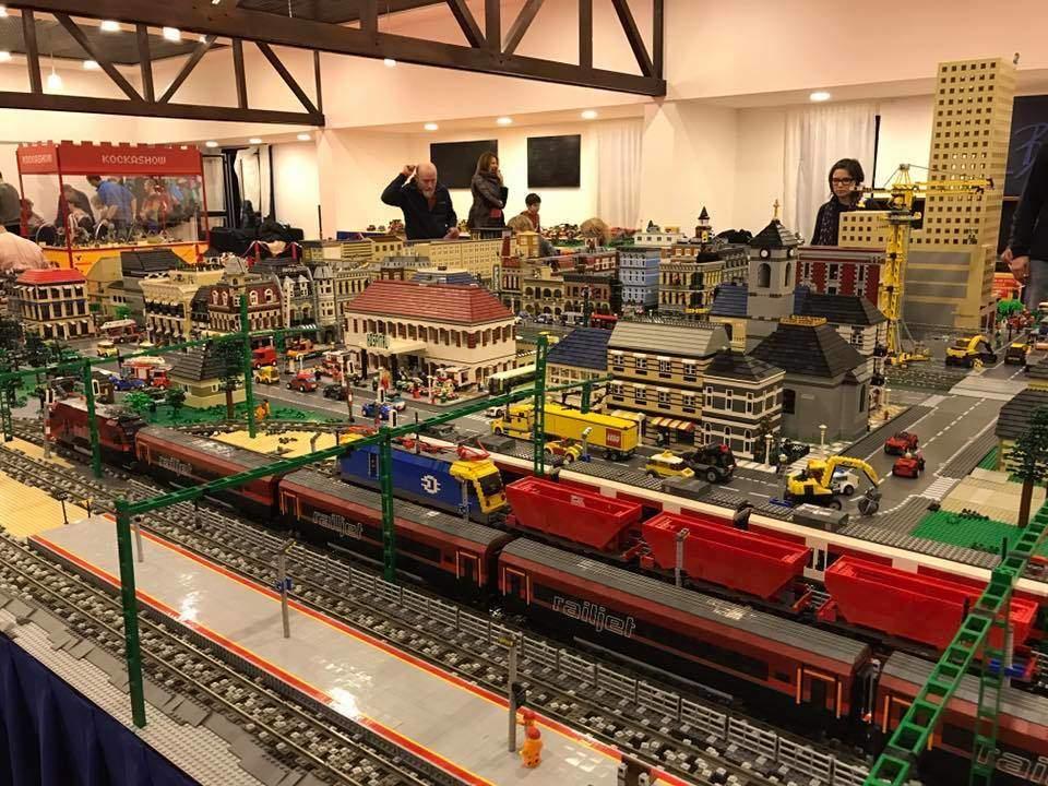 Város működő vonatokkal