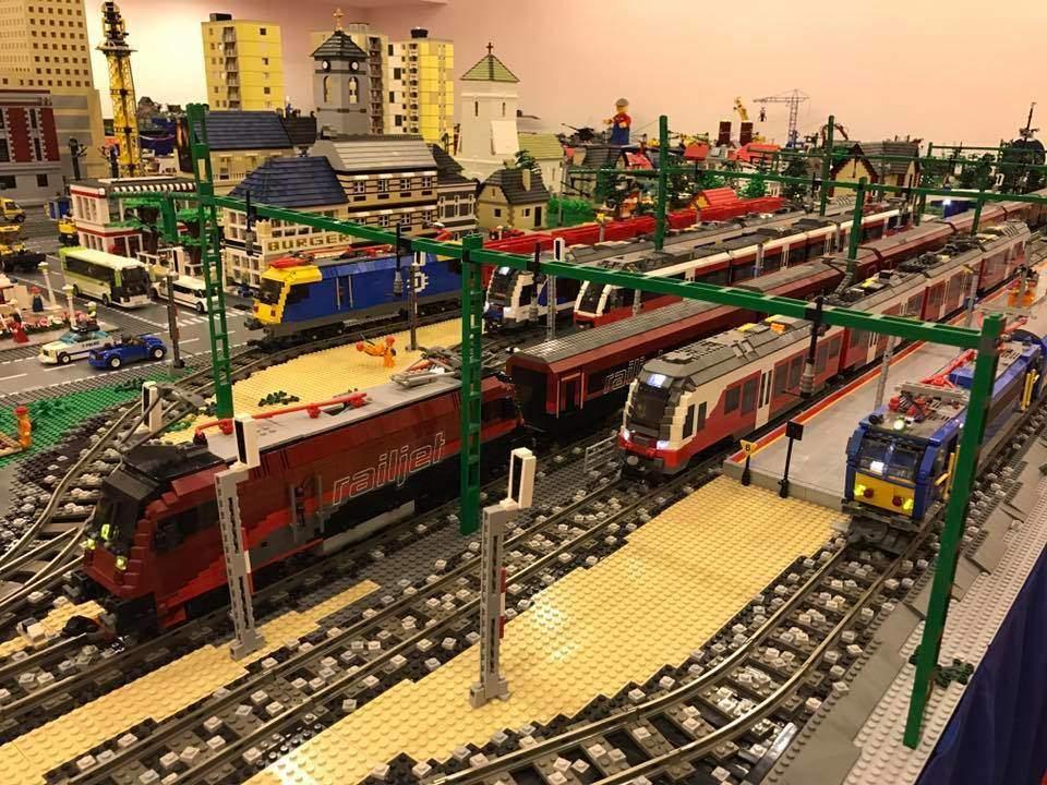 Élethű, működő vonatok