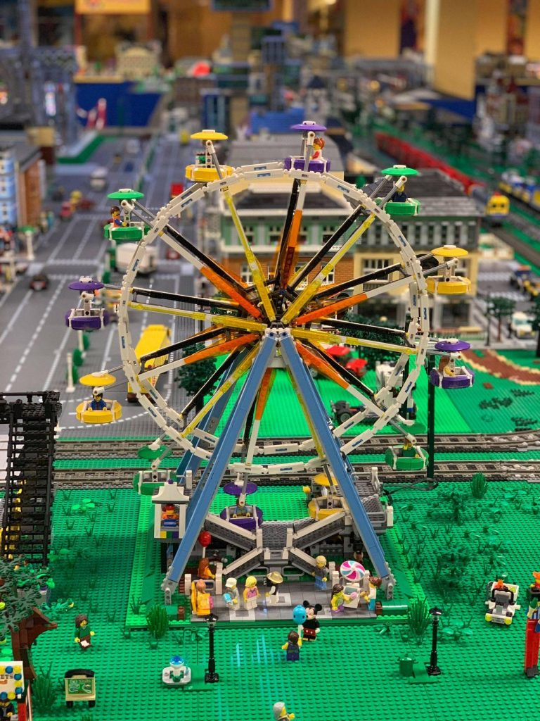 LEGO amusement park big wheel