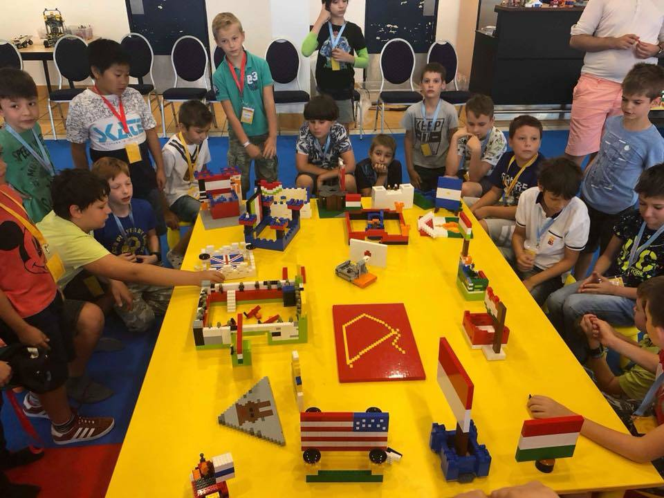 Lego tábor - zászló építés